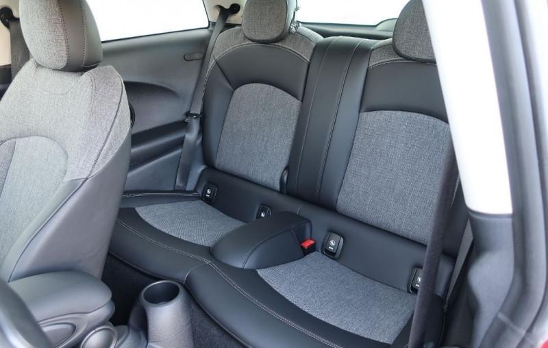 Photo 14 de l'offre de MINI MINI COOPER 136CH CHILI BVA7 109G à 24500€ chez YM Automobiles