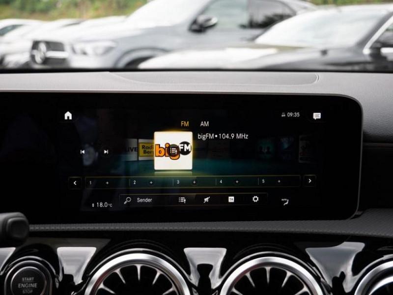 Photo 10 de l'offre de MERCEDES-BENZ CLASSE A BERLINE 35 AMG 306CH 4MATIC 7G-DCT SPEEDSHIFT AMG à 56000€ chez YM Automobiles