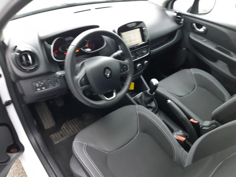 Photo 5 de l'offre de RENAULT CLIO IV ESTATE 0.9 TCE 90CH ENERGY BUSINESS à 11990€ chez Carlyss automobiles Vitré