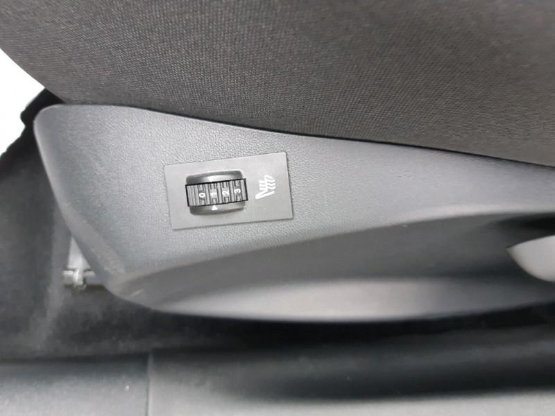 Photo 8 de l'offre de PEUGEOT 208 1.2 PURETECH 82CH ACTIVE 5P à 11990€ chez Carlyss automobiles Vitré