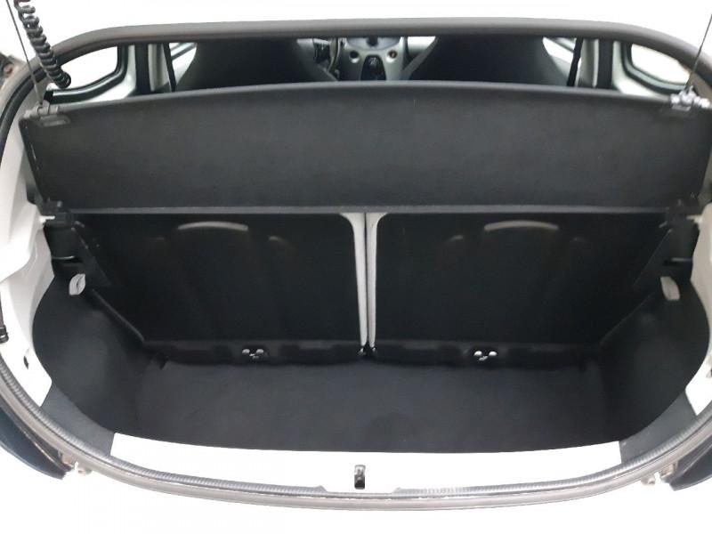 Photo 4 de l'offre de TOYOTA AYGO 1.0 VVT-I 69CH X-PLAY 5P à 7690€ chez Carlyss automobiles Vitré