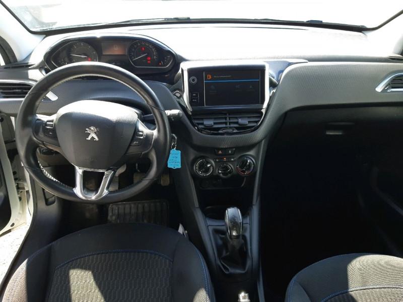 Photo 9 de l'offre de PEUGEOT 208 1.6 BLUEHDI 75CH STYLE 5P à 6890€ chez Carlyss automobiles Vitré