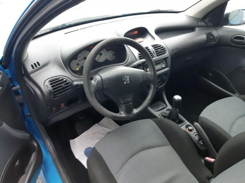 Photo 5 de l'offre de PEUGEOT 206 1.1 XR PRESENCE 3P à 2990€ chez Carlyss automobiles Vitré