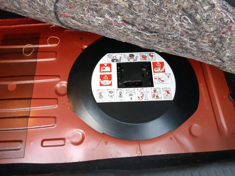 Photo 12 de l'offre de RENAULT CLIO IV 0.9 TCE 90CH ZEN ECO² à 7990€ chez Carlyss automobiles Vitré