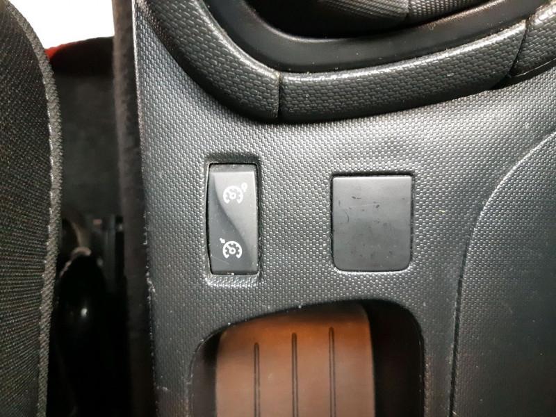 Photo 11 de l'offre de RENAULT CLIO IV 0.9 TCE 90CH ZEN ECO² à 7990€ chez Carlyss automobiles Vitré