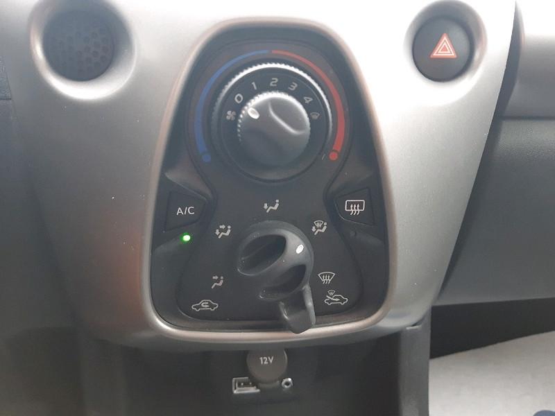 Photo 9 de l'offre de CITROEN C1 AIRSCAPE VTI 68 FEEL 5P à 8990€ chez Carlyss automobiles Vitré