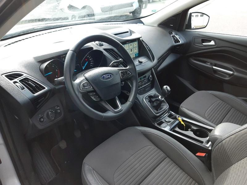 Photo 6 de l'offre de FORD KUGA 2.0 TDCI 150CH STOP&START TITANIUM 4X2 à 16990€ chez Carlyss automobiles Vitré