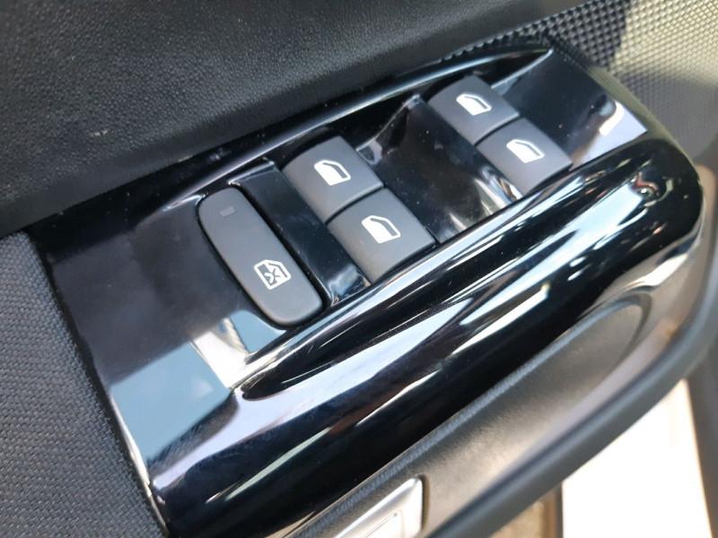 Photo 22 de l'offre de CITROEN C3 BLUEHDI 100CH SHINE S&S E6.D-TEMP à 13990€ chez Carlyss automobiles Vitré