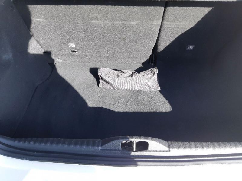 Photo 23 de l'offre de CITROEN C3 BLUEHDI 100CH SHINE S&S E6.D-TEMP à 13990€ chez Carlyss automobiles Vitré