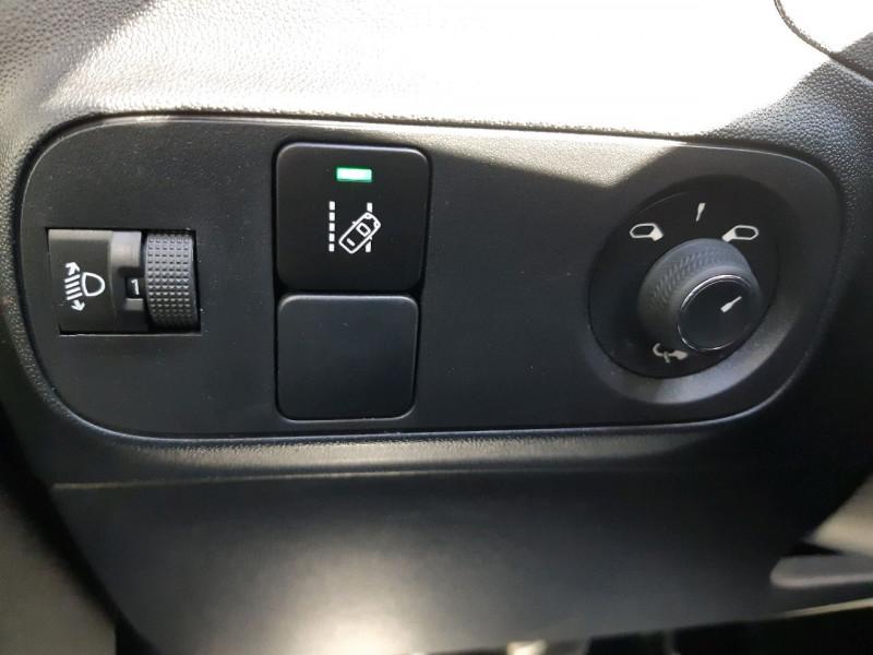 Photo 20 de l'offre de CITROEN C3 BLUEHDI 100CH SHINE S&S E6.D-TEMP à 13990€ chez Carlyss automobiles Vitré