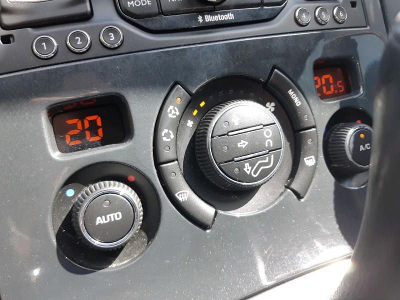 Photo 11 de l'offre de PEUGEOT 3008 2.0 HDI160 FAP ALLURE BA à 13390€ chez Carlyss automobiles Vitré