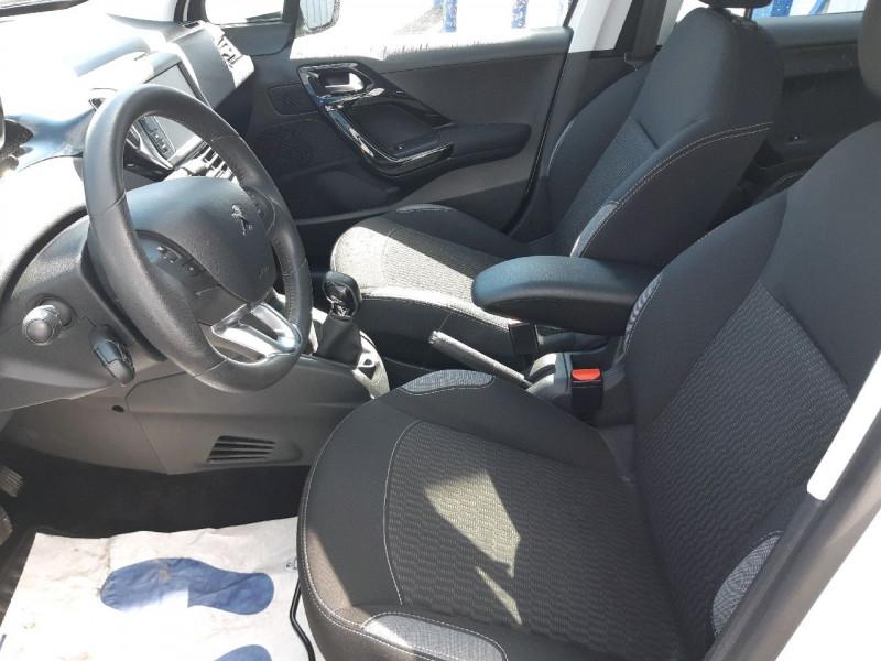 Photo 6 de l'offre de PEUGEOT 208 1.2 PURETECH 82CH ACTIVE 5P à 9990€ chez Carlyss automobiles Vitré