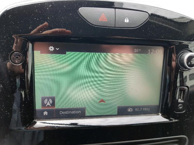Photo 8 de l'offre de RENAULT CLIO IV 1.2 16V 75CH ZEN 5P à 9490€ chez Carlyss automobiles Vitré