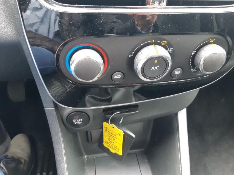 Photo 7 de l'offre de RENAULT CLIO IV 1.2 16V 75CH ZEN 5P à 9490€ chez Carlyss automobiles Vitré