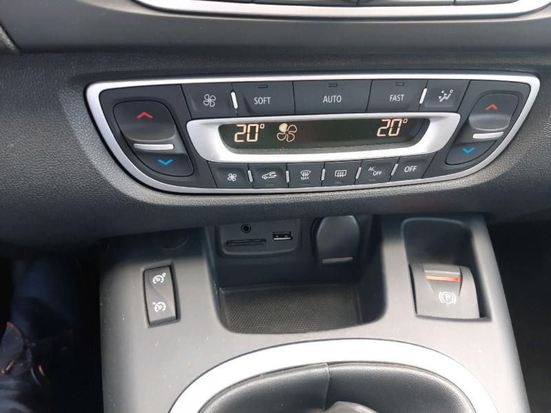 Photo 11 de l'offre de RENAULT GRAND SCENIC III 1.5 DCI 110CH ENERGY BUSINESS ECO² 7 PLACES 2015 à 8490€ chez Carlyss automobiles Vitré
