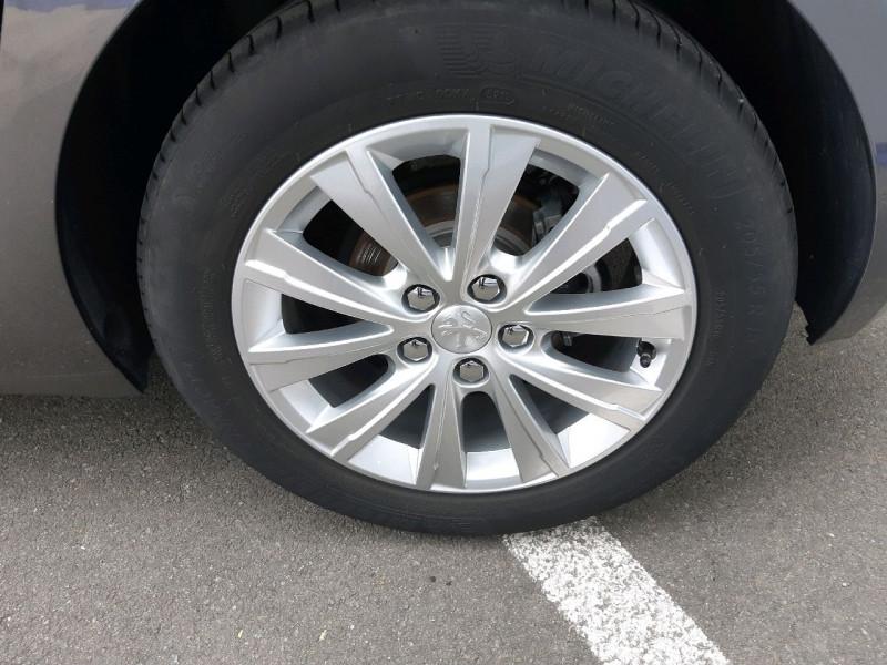 Photo 3 de l'offre de PEUGEOT 308 1.5 BLUEHDI 130CH S&S STYLE à 17990€ chez Carlyss automobiles Vitré