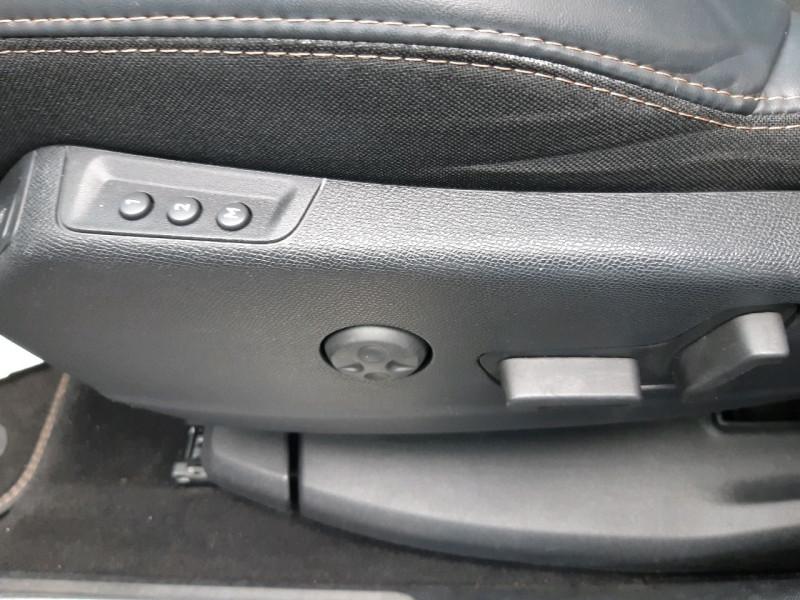 Photo 13 de l'offre de PEUGEOT 3008 2.0 BLUEHDI 180CH GT S&S EAT6 à 22990€ chez Carlyss automobiles Vitré