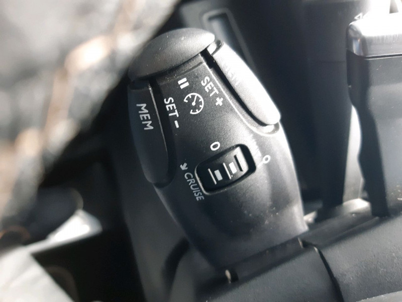 Photo 29 de l'offre de PEUGEOT 3008 2.0 BLUEHDI 180CH GT S&S EAT6 à 22990€ chez Carlyss automobiles Vitré