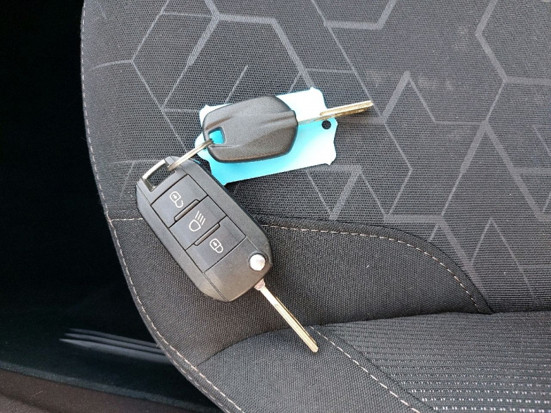Photo 41 de l'offre de PEUGEOT 2008 1.2 PURETECH 110CH ACTIVE à 10990€ chez Carlyss automobiles Vitré