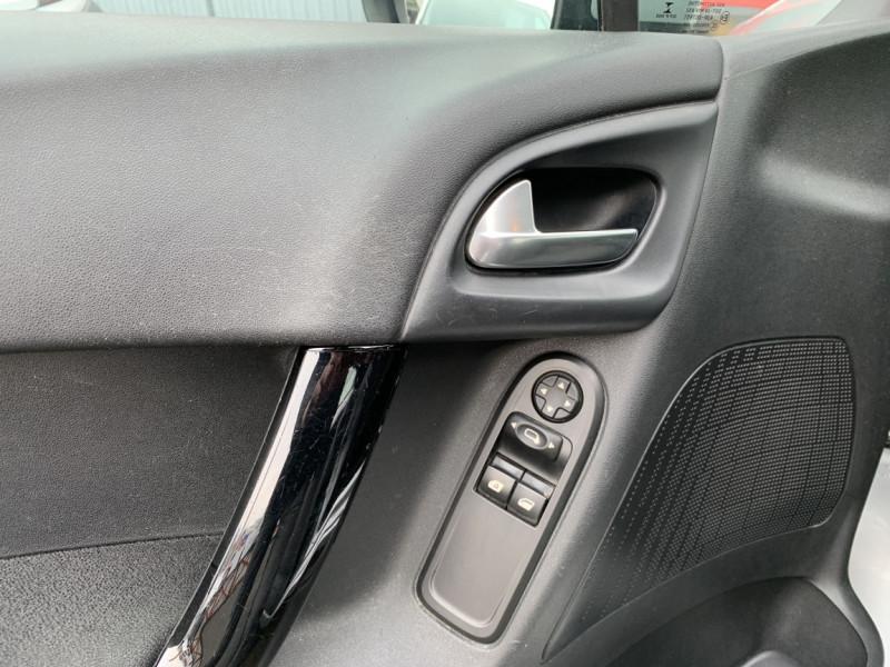 Photo 6 de l'offre de CITROEN C3 SOCIETE BLUEHDI 100 SetS CONFORT à 6990€ chez Centrale auto marché Périgueux