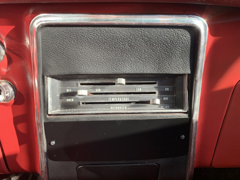 Photo 14 de l'offre de CHEVROLET CAMARO CABRIOLET RS/SS 396CI V8 BIG BLOC à 68000€ chez Centrale auto marché Périgueux