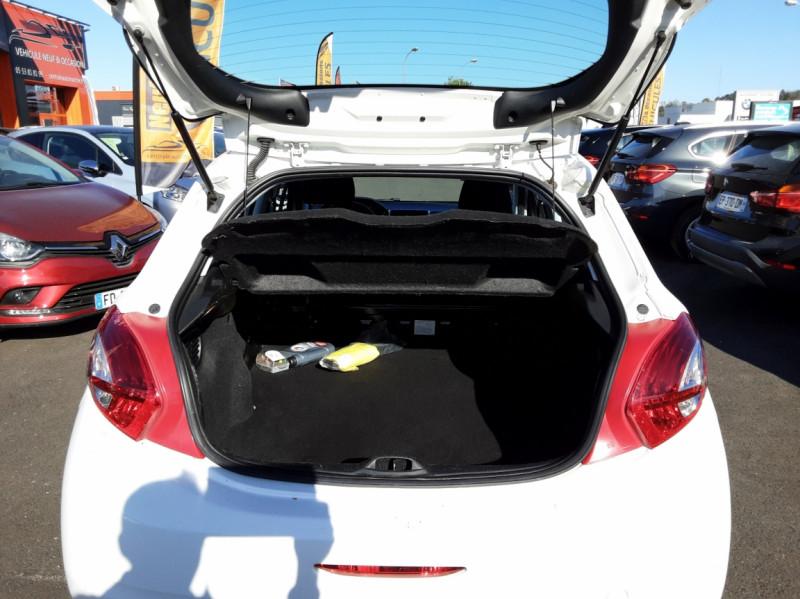 Photo 4 de l'offre de PEUGEOT 208 AFFAIRE 1.6 E-HDi 92 FAP BVM5 PACK CLIM CONFORT à 5990€ chez Centrale auto marché Périgueux