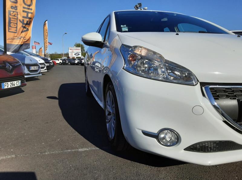 Photo 13 de l'offre de PEUGEOT 208 AFFAIRE 1.6 E-HDi 92 FAP BVM5 PACK CLIM CONFORT à 5990€ chez Centrale auto marché Périgueux