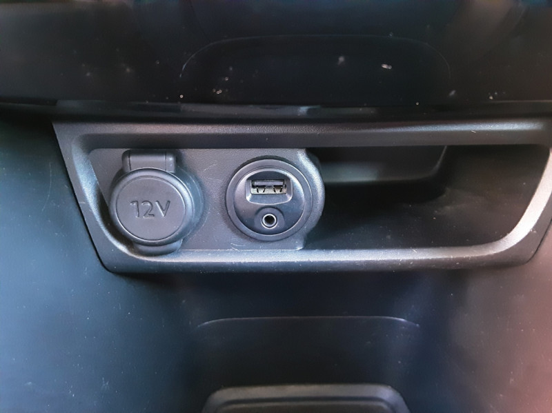 Photo 24 de l'offre de PEUGEOT 208 AFFAIRE 1.6 E-HDi 92 FAP BVM5 PACK CLIM CONFORT à 5990€ chez Centrale auto marché Périgueux