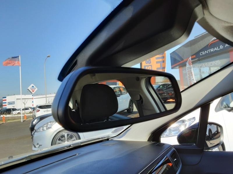 Photo 36 de l'offre de CITROEN C3 PureTech 82 SetS Business à 12890€ chez Centrale auto marché Périgueux