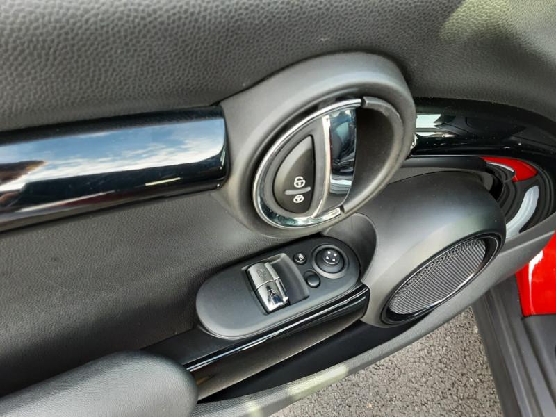 Photo 10 de l'offre de MINI MINI One D 95 ch Edition Blackfriars à 17990€ chez Centrale auto marché Périgueux
