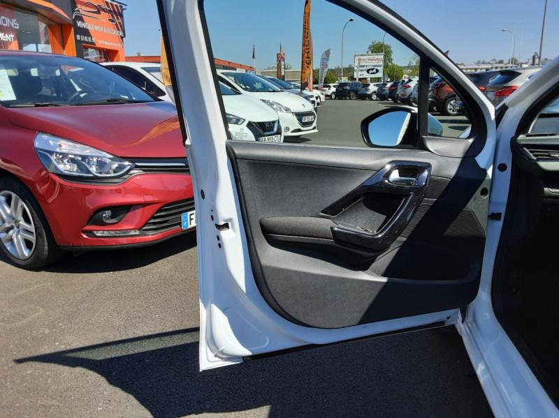 Photo 10 de l'offre de PEUGEOT 208 1.6 BlueHDi 75ch SetS BVM5 Active Business à 11200€ chez Centrale auto marché Périgueux