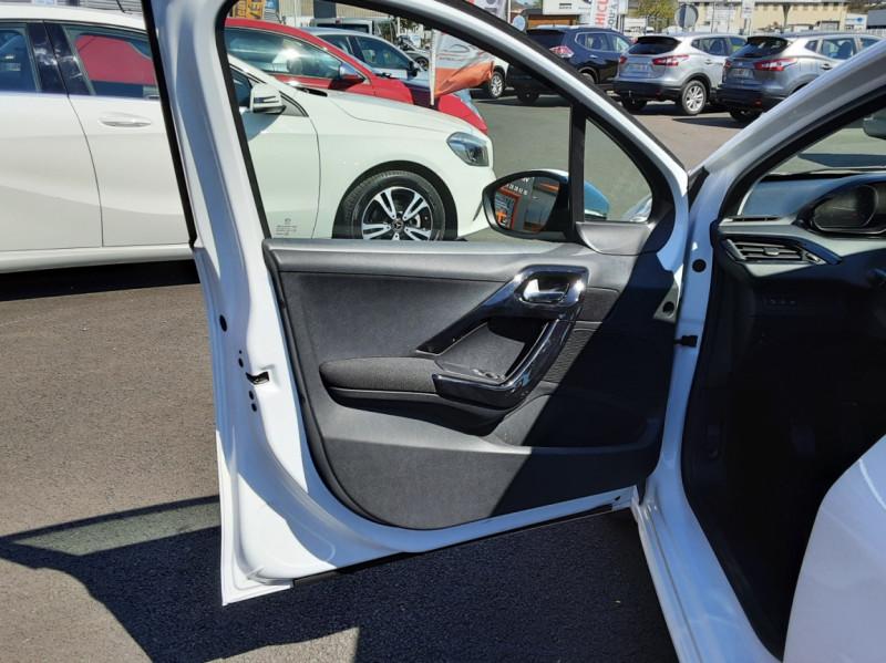 Photo 33 de l'offre de PEUGEOT 208 1.6 BlueHDi 75ch SetS BVM5 Active Business à 11200€ chez Centrale auto marché Périgueux