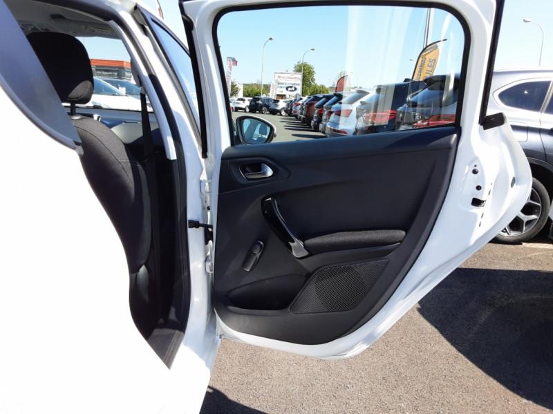 Photo 11 de l'offre de PEUGEOT 208 1.6 BlueHDi 75ch SetS BVM5 Active Business à 11200€ chez Centrale auto marché Périgueux