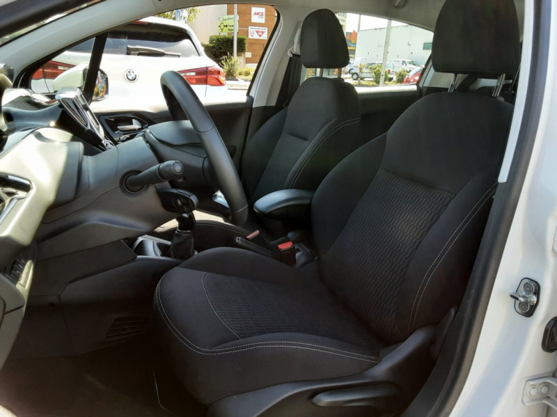 Photo 17 de l'offre de PEUGEOT 208 1.6 BlueHDi 75ch SetS BVM5 Active Business à 11200€ chez Centrale auto marché Périgueux