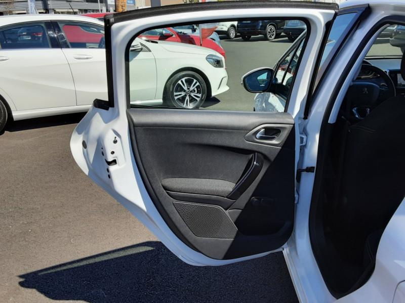 Photo 28 de l'offre de PEUGEOT 208 1.6 BlueHDi 75ch SetS BVM5 Active Business à 11200€ chez Centrale auto marché Périgueux