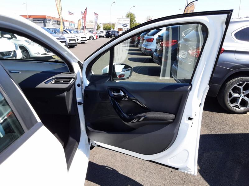 Photo 39 de l'offre de PEUGEOT 208 1.6 BlueHDi 75ch SetS BVM5 Active Business à 11200€ chez Centrale auto marché Périgueux
