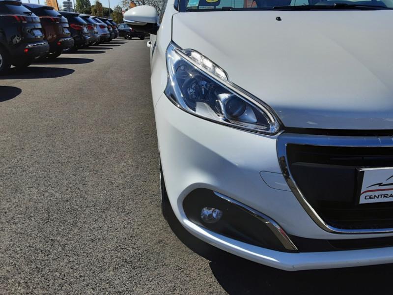 Photo 29 de l'offre de PEUGEOT 208 1.6 BlueHDi 75ch SetS BVM5 Active Business à 11200€ chez Centrale auto marché Périgueux