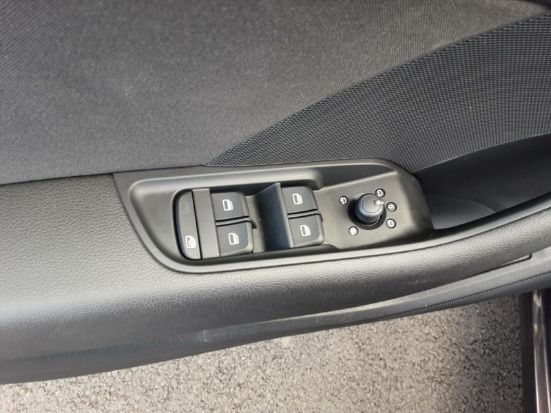 Photo 40 de l'offre de AUDI A3 Sportback 2.0 TDI 150 S tronic 6 Business Line à 20500€ chez Centrale auto marché Périgueux