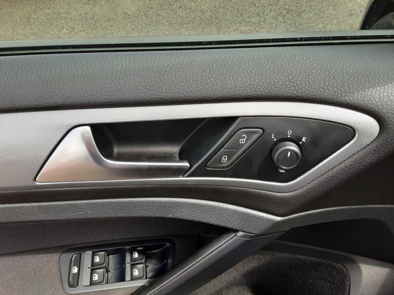 Photo 35 de l'offre de VOLKSWAGEN GOLF VII 1.6 TDI 115 BlueMotion Trendline à 13490€ chez Centrale auto marché Périgueux