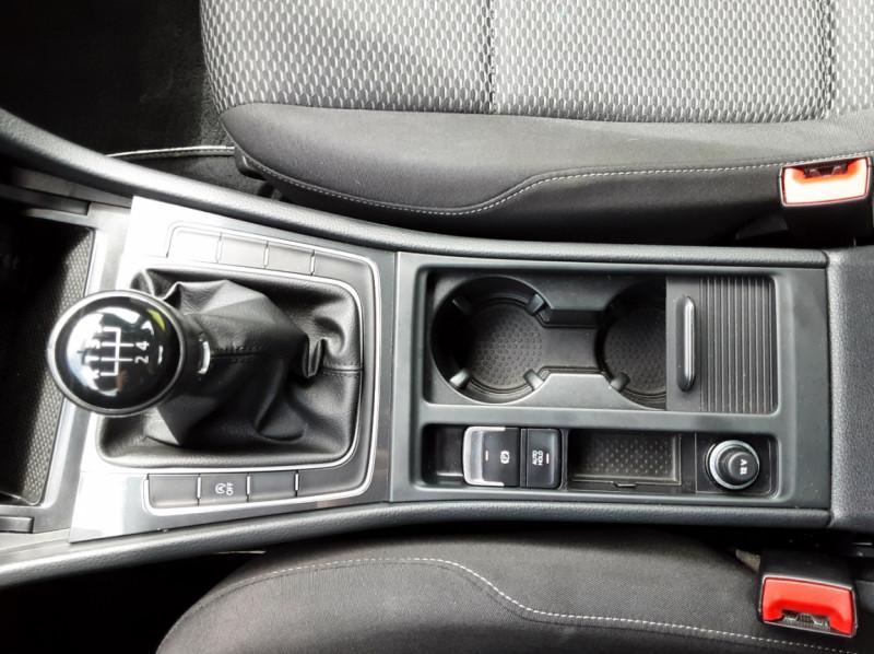 Photo 23 de l'offre de VOLKSWAGEN GOLF VII 1.6 TDI 115 BlueMotion Trendline à 13490€ chez Centrale auto marché Périgueux