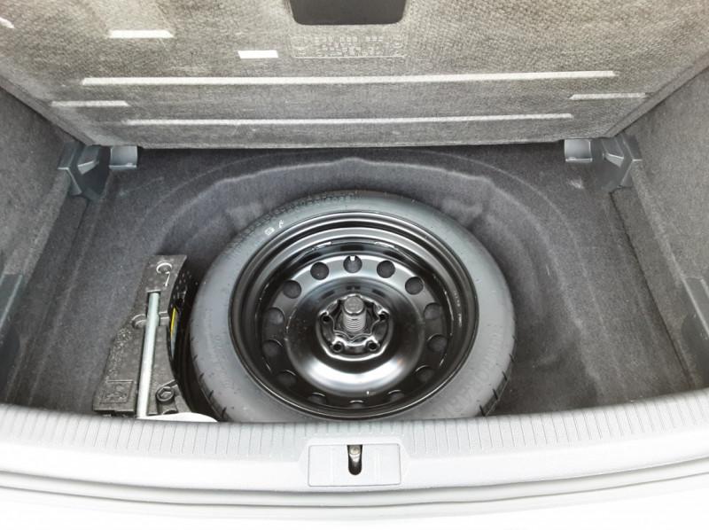Photo 23 de l'offre de VOLKSWAGEN GOLF 1.6 TDI 115ch BMT FAP Confortline Business à 14490€ chez Centrale auto marché Périgueux
