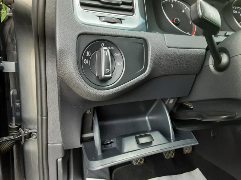 Photo 29 de l'offre de VOLKSWAGEN GOLF 1.6 TDI 115ch BMT FAP Confortline Business à 14490€ chez Centrale auto marché Périgueux