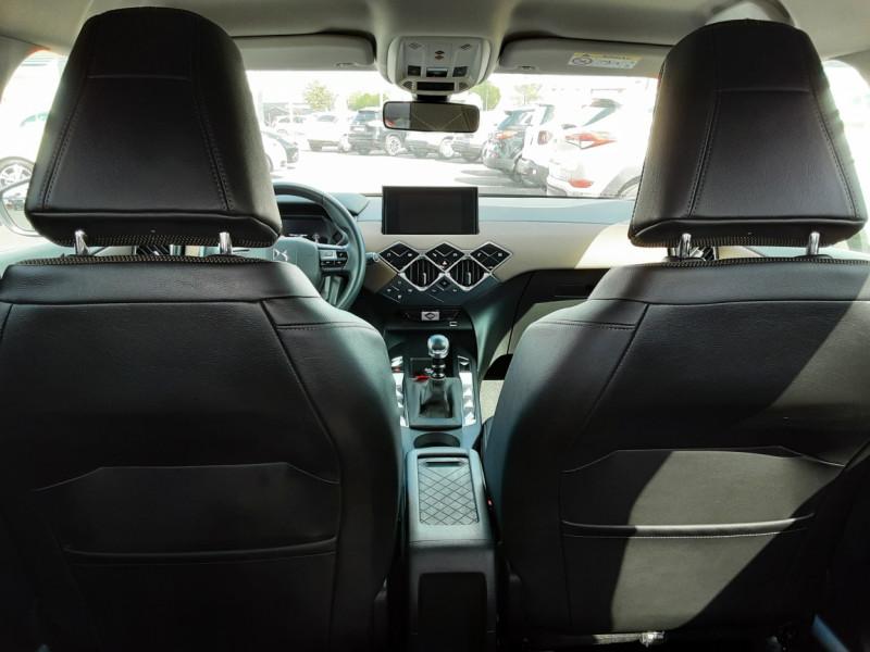 Photo 21 de l'offre de DS DS3 CROSSBACK BlueHDi 100 SetS BVM6 So Chic à 23990€ chez Centrale auto marché Périgueux