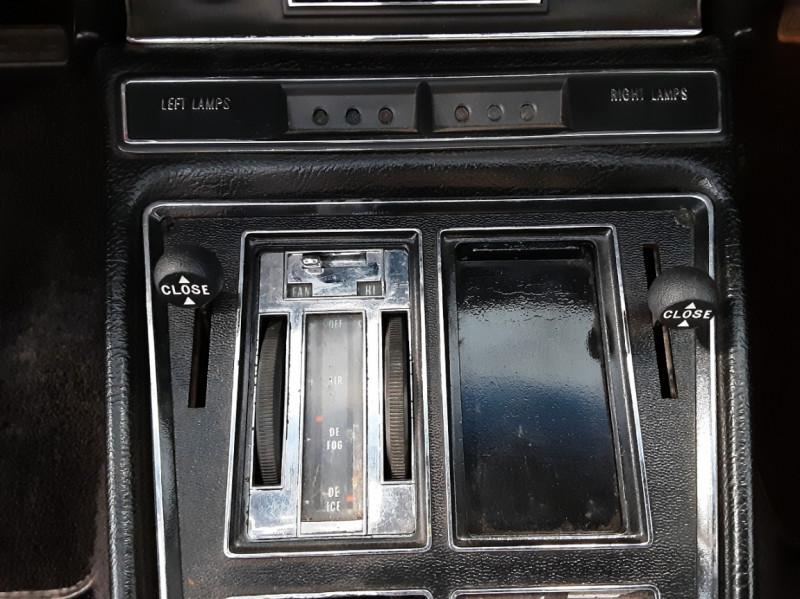 Photo 41 de l'offre de CHEVROLET CORVETTE C3 big Block 427ci V8 à 68000€ chez Centrale auto marché Périgueux