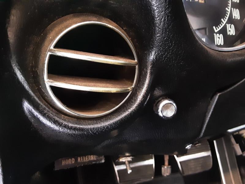Photo 40 de l'offre de CHEVROLET CORVETTE C3 big Block 427ci V8 à 68000€ chez Centrale auto marché Périgueux