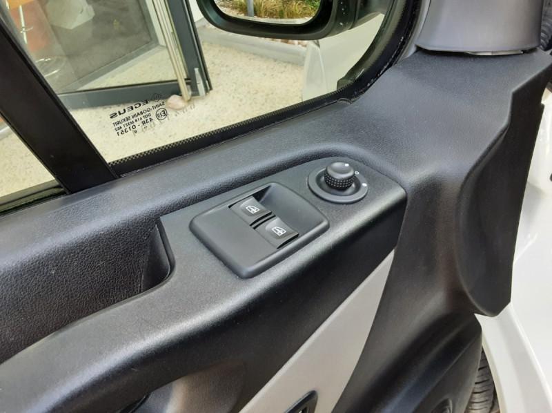 Photo 29 de l'offre de RENAULT TRAFIC L2H1 DCI 120ch GRAND CONFORT à 20990€ chez Centrale auto marché Périgueux