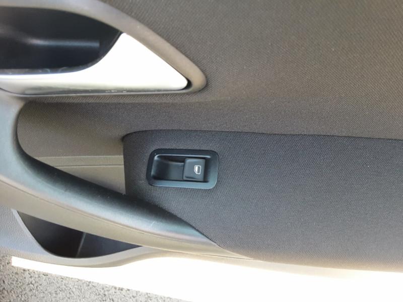 Photo 35 de l'offre de VOLKSWAGEN POLO 1.4 TDI 75 BMT Confortline à 10900€ chez Centrale auto marché Périgueux