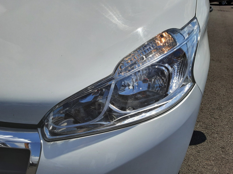 Photo 39 de l'offre de PEUGEOT 208 AFFAIRE 1.6 BLUEHDI 75 BVM5 PACK CLIM à 6700€ chez Centrale auto marché Périgueux