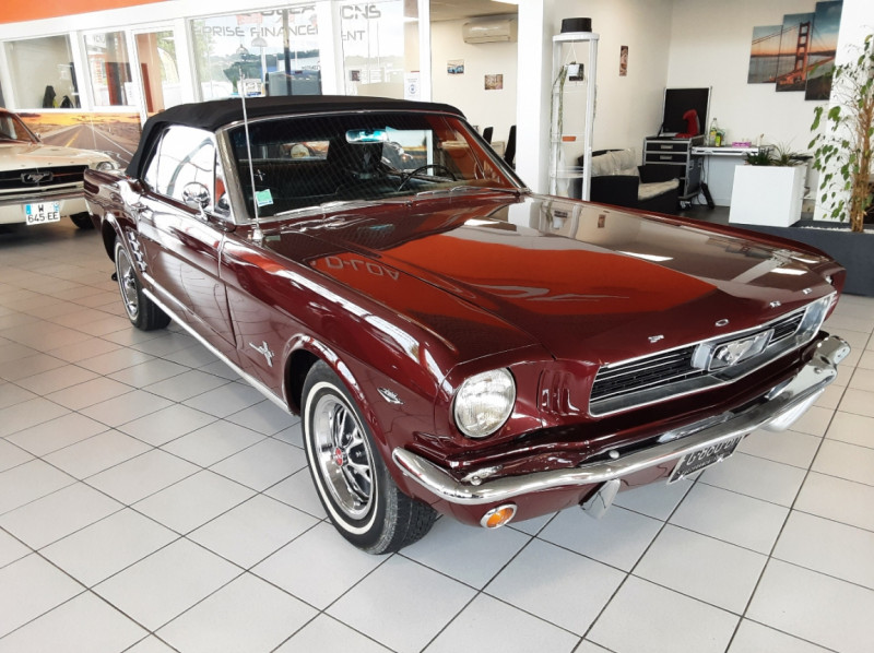 Photo 40 de l'offre de FORD MUSTANG CABRIOLET V8 289 CI à 45000€ chez Centrale auto marché Périgueux