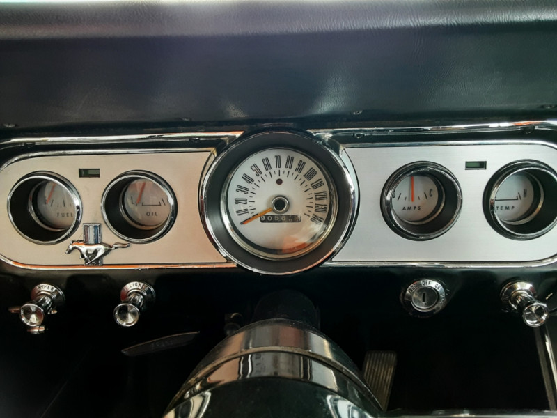 Photo 11 de l'offre de FORD MUSTANG CABRIOLET V8 289 CI à 45000€ chez Centrale auto marché Périgueux